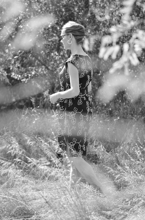 """Kleid """"Black and White"""" - überschnittene Schultern, Rockteil leicht ausgestellt mit Bindegürtel more information www.iboja-isa.de"""