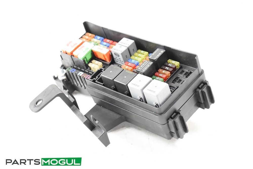 06-09 Mercedes W251 R350 GL450 ML350 Rear Trunk Fuse Relay