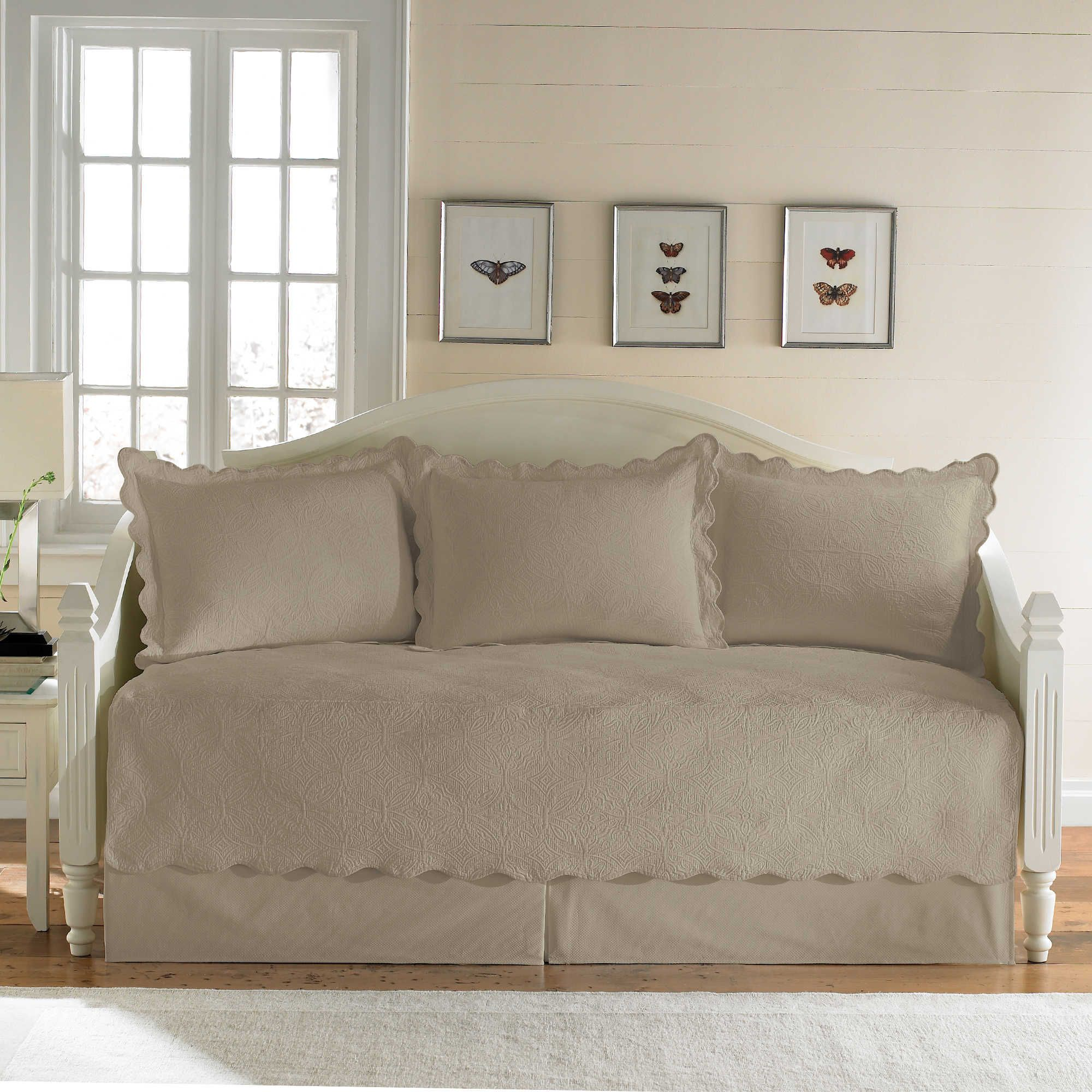 - Coventry 5-Piece Matelassé Daybed Set Daybed Bedding Sets