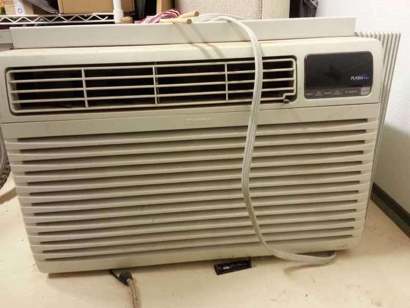 Beat The Heat With This Kenmore Model 580 73189300 Requires 230 Volt Power 10 8 Energy Efficiency Rati Window Air Conditioner Window Air Conditioners Kenmore