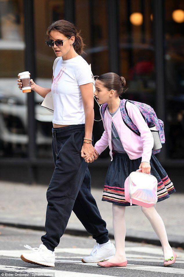 Suri Cruise And Mom Today Going To A Coffee Before Suri Lesson Suri Cruise Fashion Kids Fashion Girl Kids Fashion
