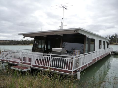 house boats 34833989f44378b Houseboat For Sale House boats