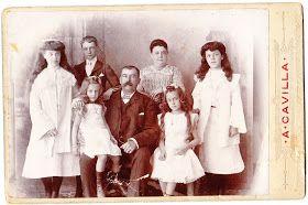 Antonio Cavilla Photographer: Familia de Peter Saccone, dueño del Hotel Bristol. Colección particular John Romero. Estudio Fotográfico de Tánger.