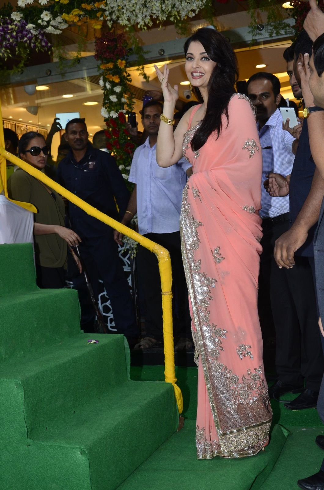 aishwarya launch of kalyan jewellers new branch in ghatkopar mumbai