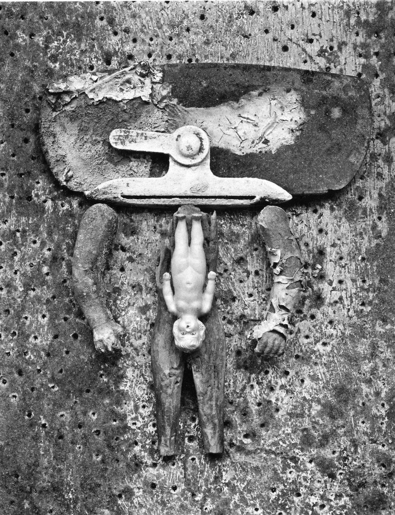 Frederick Sommer: Valise d'Adam, 1949
