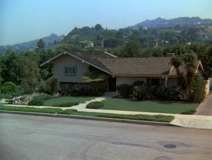 The exterior vs the interior of the Brady Bunch house and architecture in TV and movies