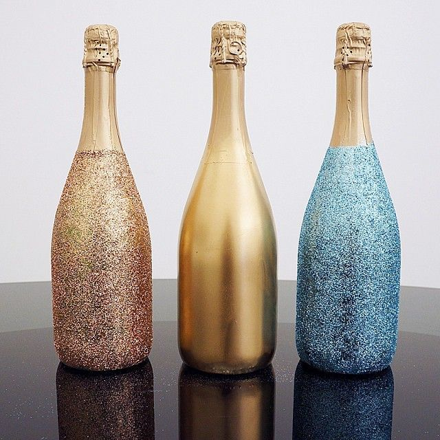 Diy sparkle champagne bottles this looks like a cute way for Decorating wine bottles with glitter