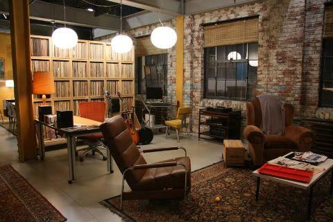 The Humphrey Loft From Gossip Girl Loft Interiors Brick Interior Wall Living Room Designs
