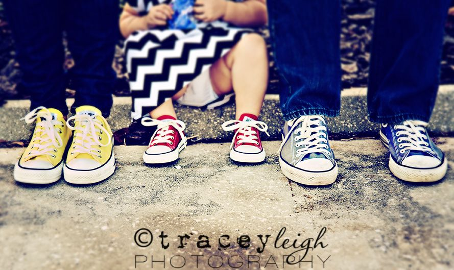 0614812f773f Chuck Taylor - Family portrait photographer  session  poses  photography   shoes  Converse