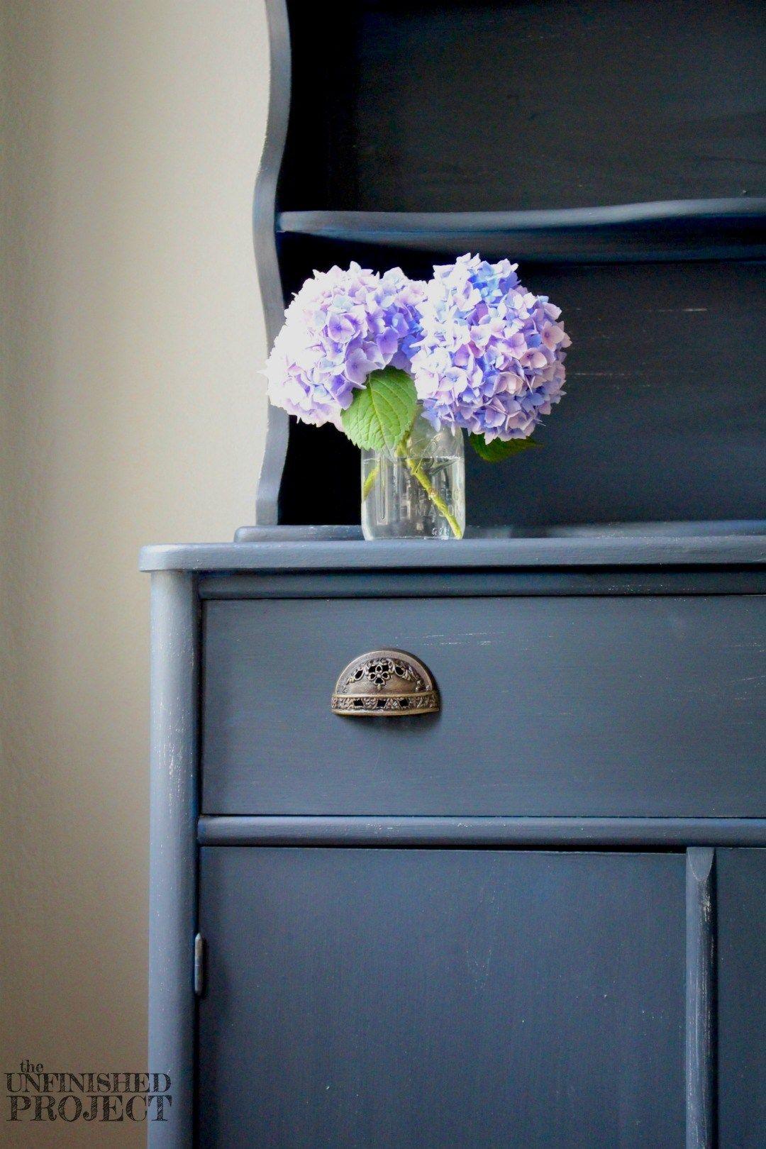 navy blue hutch cabinet makeover chalk paint paint furniture and garage sale finds. Black Bedroom Furniture Sets. Home Design Ideas