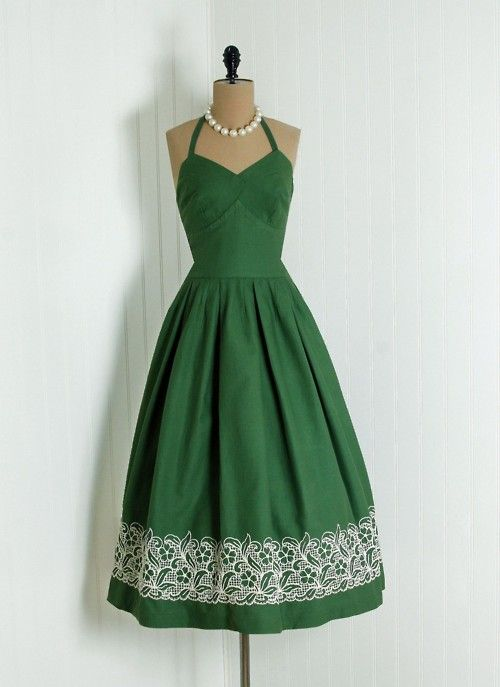 1940s dress via Timeless Vixen Vintage... and in my color too! <3