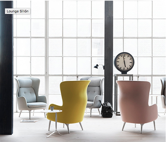 RO RO significa tranquilidad en danés. Y es el nombre con que el diseñador español Jaime Hayón bautizó este sillón. Es el deseo de crear un mueble capaz de ofrecer un espacio de reflexión, cuando en el mundo que nos toca vivir disponer de este tiempo es todo un lujo. RO  refleja el enfoque nórdico y el concepto de belleza. Funciona tanto en oficinas directivas como en espacios de reflexión. WWW.FERNANDOMAYER.CL