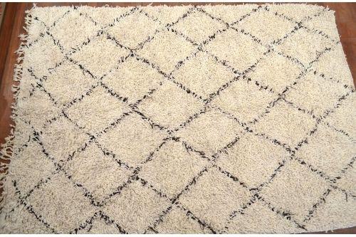 tapis marocain beni ouarain cr me chocolat motifs graphiques tapis marocain motif g om trique. Black Bedroom Furniture Sets. Home Design Ideas