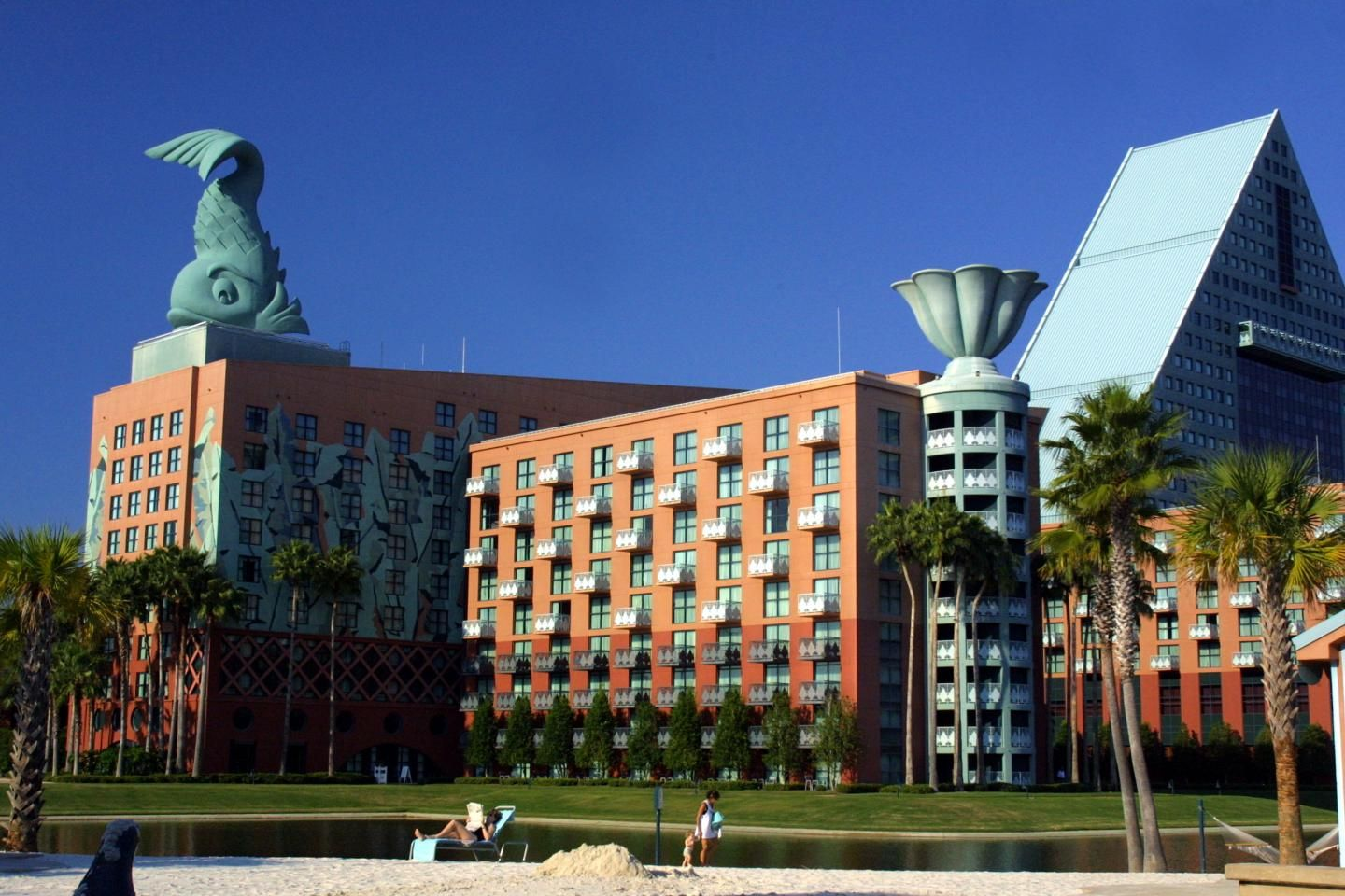 Discounted rooms at Disney are just one perk nurses can