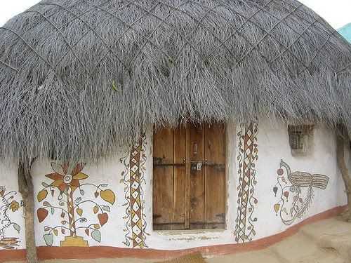 a modest yet stunning mud and straw house in India | WEIRD