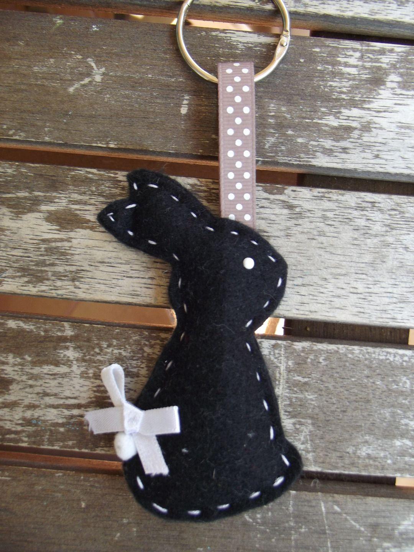 porte cl suspension mon lapin en feutrine fait main livraison offerte porte cl s par. Black Bedroom Furniture Sets. Home Design Ideas