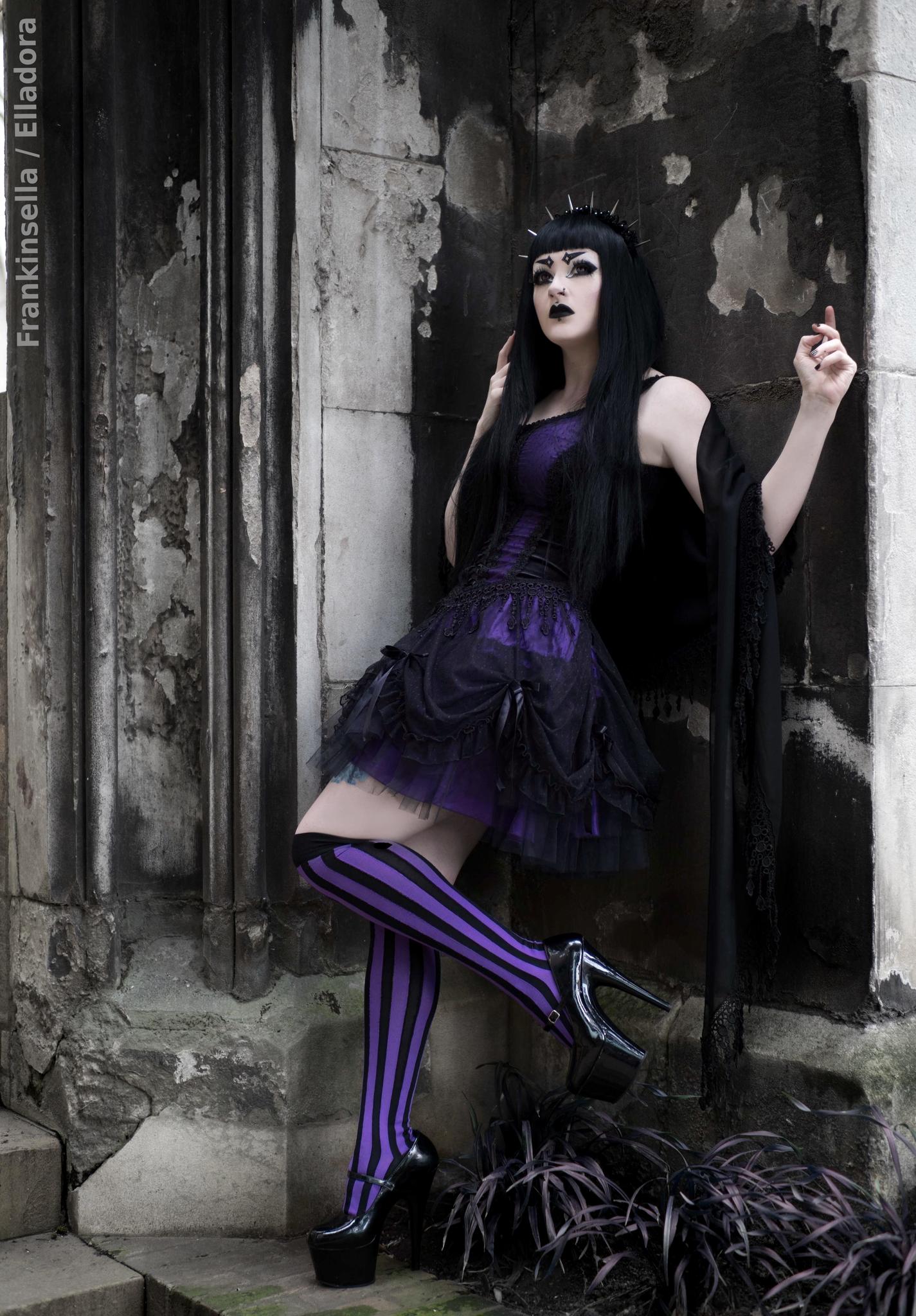 Model Elladora Photography Frankinsella #Fashion #Style #Gothic #Gothgoth #Headpiece #Velvet