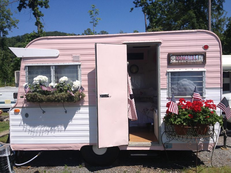 Pin By Petra Bennebroek On I Love Pink Vintage Travel Trailers Vintage Trailer Vintage Camper