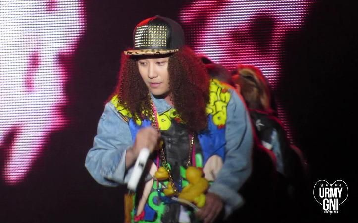 [140815] YG family concert #승리 V-dragon으로 변신한 승쨩! http://cfile7.uf.tistory.com/image/263B4F3453EF4A542AEC02… pic.twitter.com/GCQS1jry7P