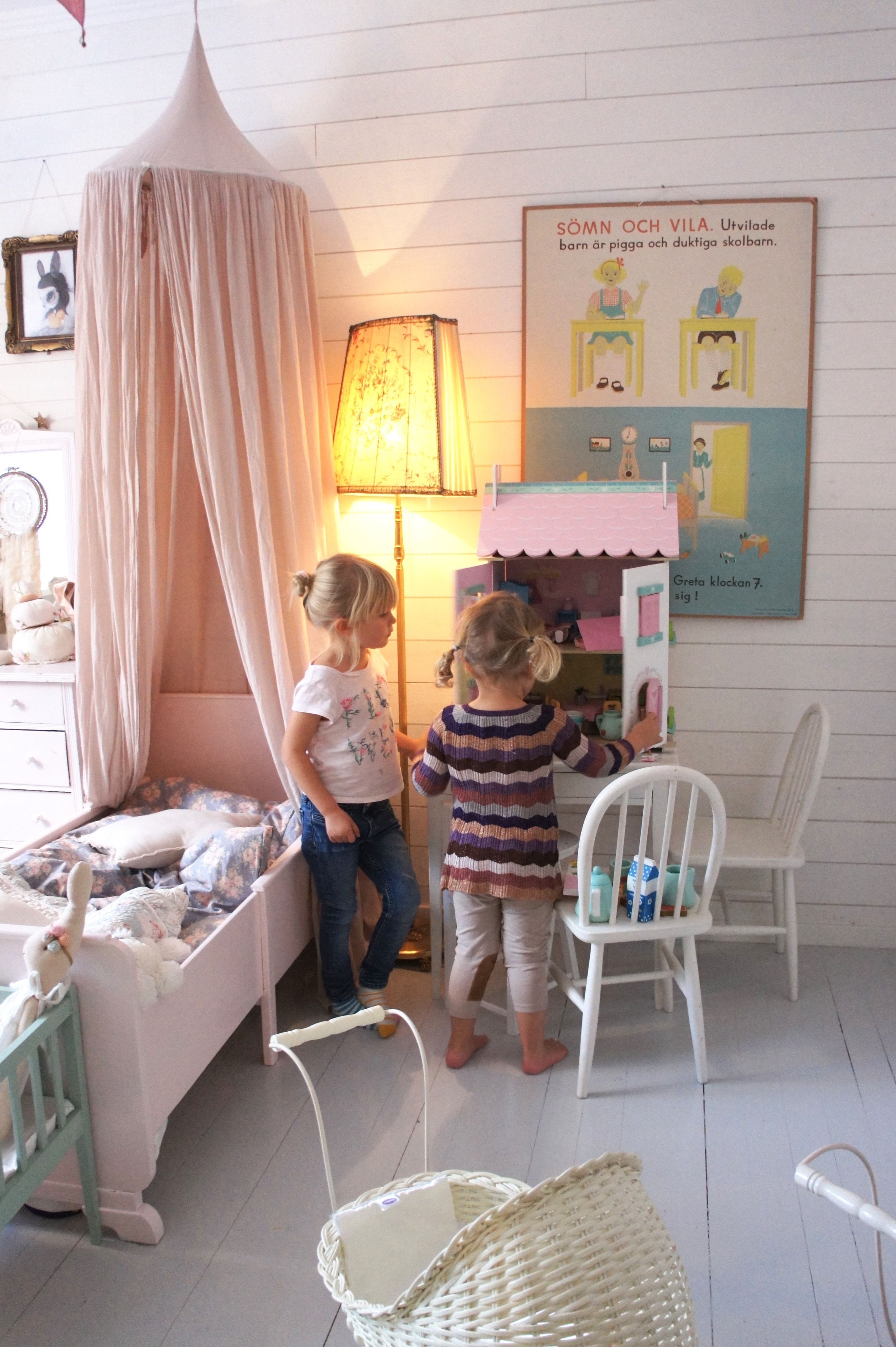 Liten flicka rum le toy van dockhus anna new bedroom pinterest kind en idee n for Moderne meid slaapkamer