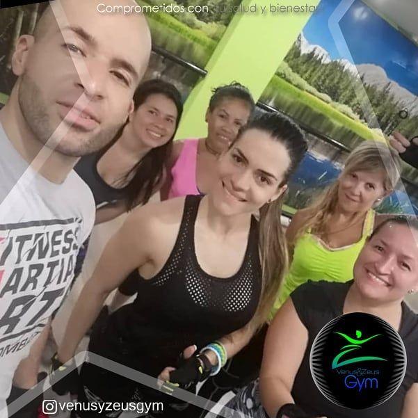 El fit combat entra en la lista de los ejercicios cardiovasculares más completos, puesto que ayuda a...