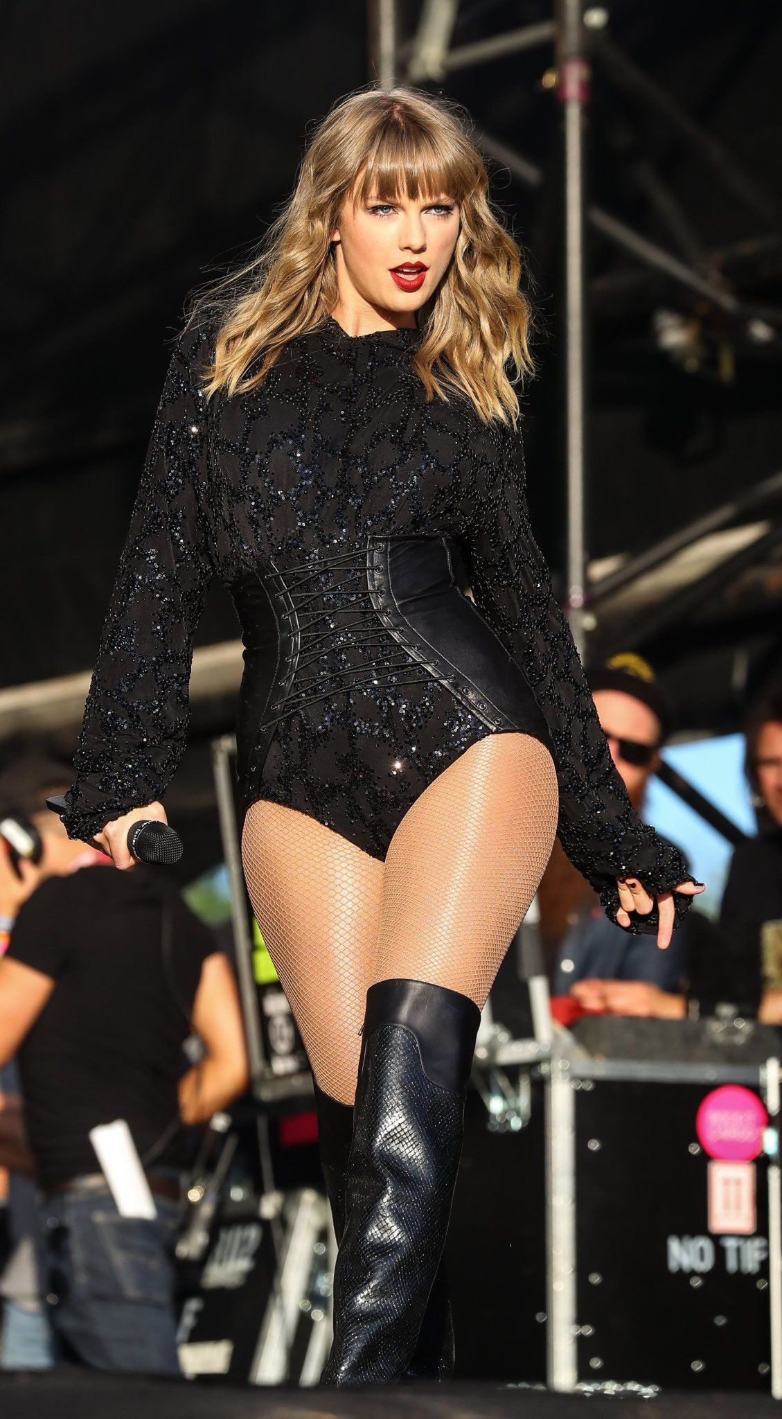 Taylor Swift Sexy Outfit With Sheer Nude Pantyhose And -7665