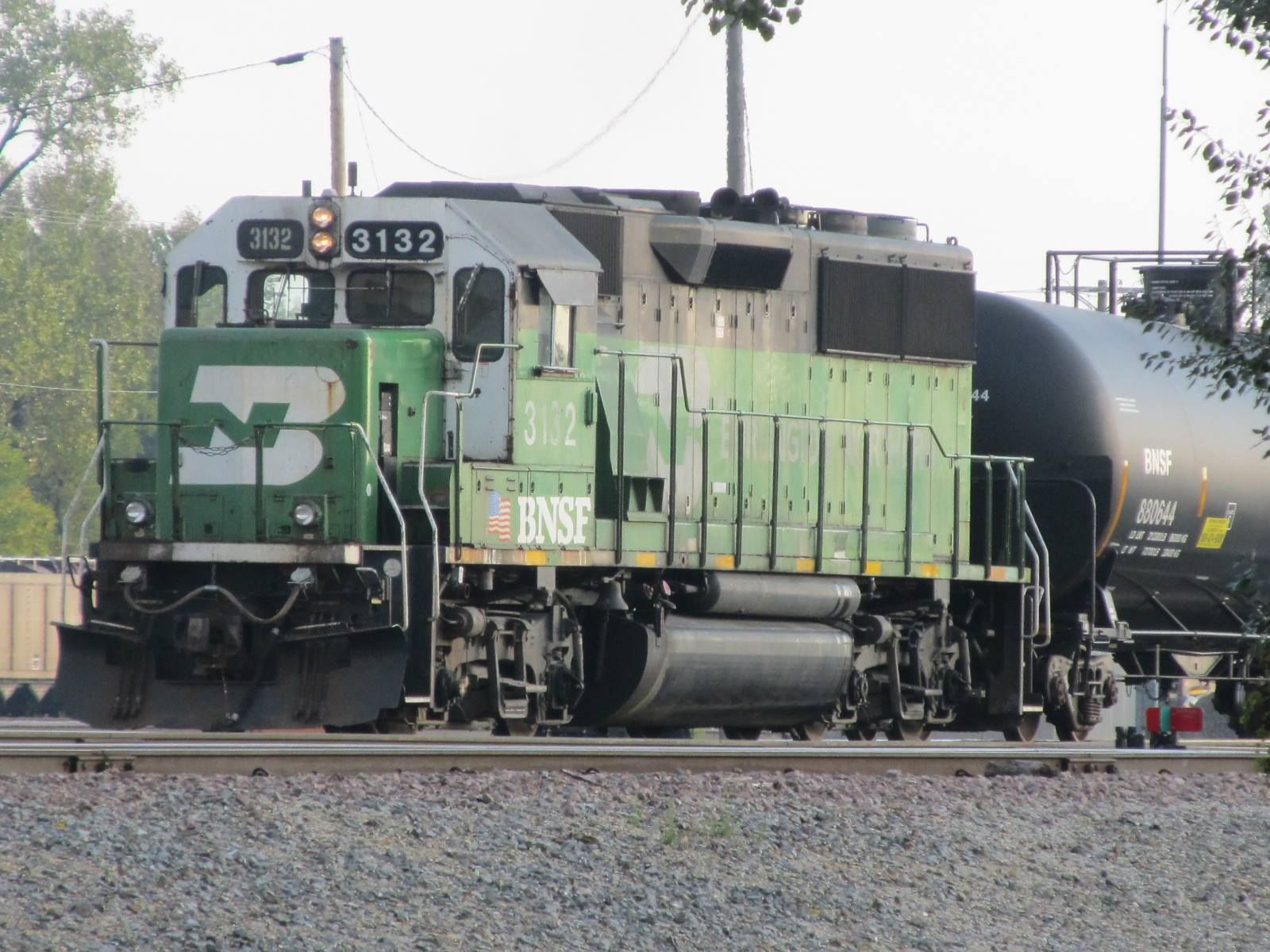 Bnsf 3132 exbn on a switch job in the galesburg yard