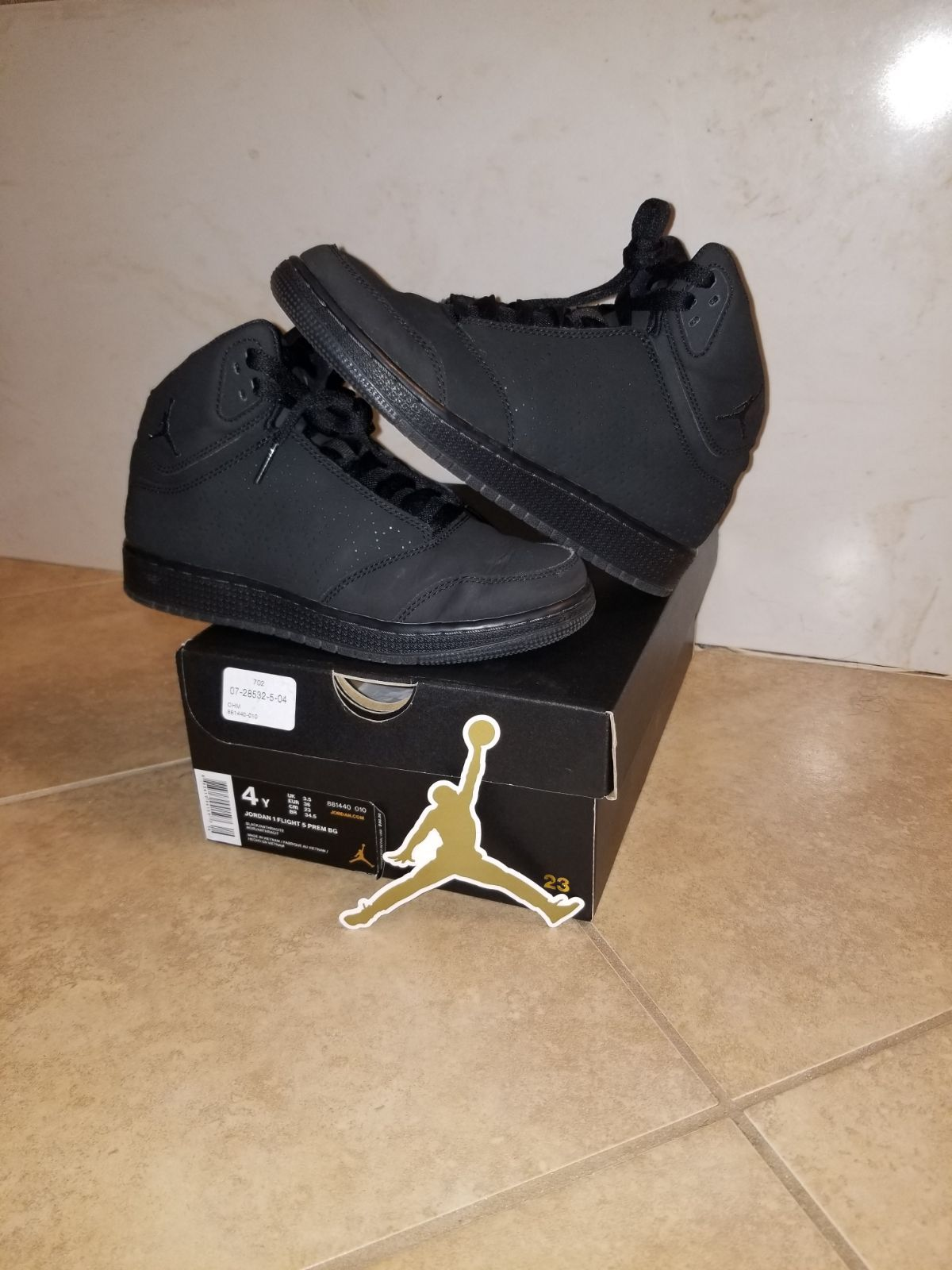 Pre owned Black Flight Jordan's size 4 youth shoes they are ...