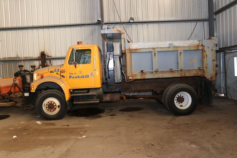 Item 17 2002 International 4800 dump truck, VIN