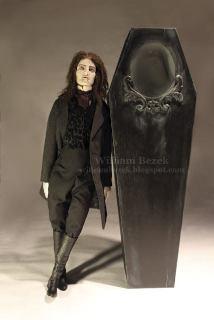 I want to make this coffin for Halloween - it has an oval glass opening so you can see inside!
