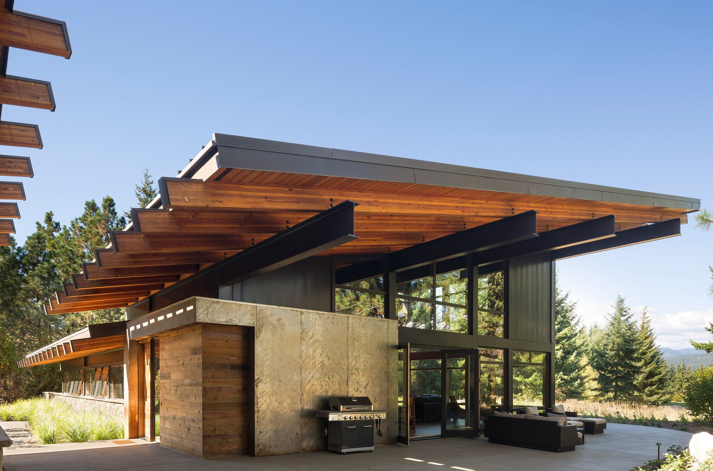 Steel Beams Support Dramatic Roof Overhangs At Washington State Retreat By Coates Design Architect Design Architecture Modern Architecture