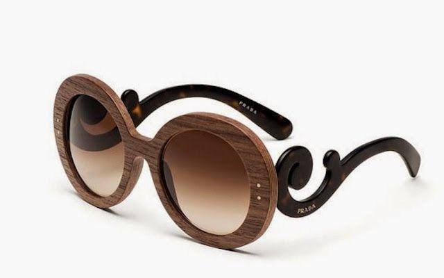 edc7449b29b93 O modelo Prada Barroco que é um sucesso mundial, ganha uma nova versão  produzida em madeira. Mantendo o charme e sofisticação, o óculos de sol é  um super ...