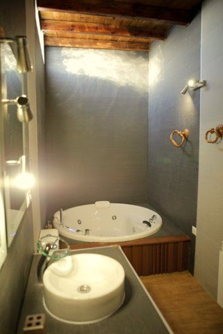 Casa rural la del alba ser a argamasilla de alba ciudad real dispone de cuatro dormitorios - Banos con jacuzzi ...