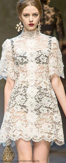 Dolce & Gabbana  - renda + peça escura por baixo