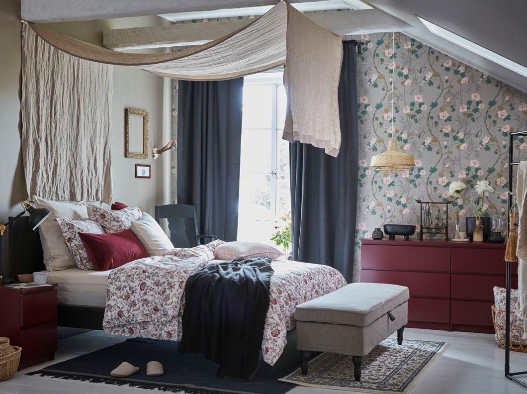 les commodes ikea malm rouge fonce apportent une touche expressive a la chambre a coucher avec leurs deux ou trois niveaux de tiroirs equipes