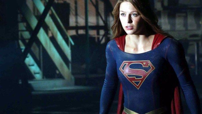 'Supergirl': Lynda Carter é ameaçada em novo vídeo da 2ª temporada