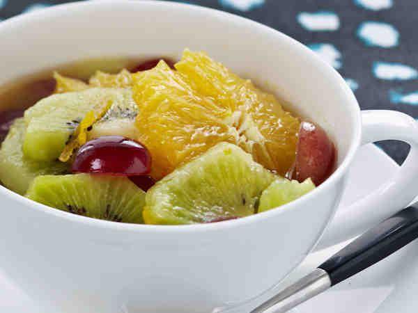 Earl Grey -marinoitu hedelmäsalaatti
