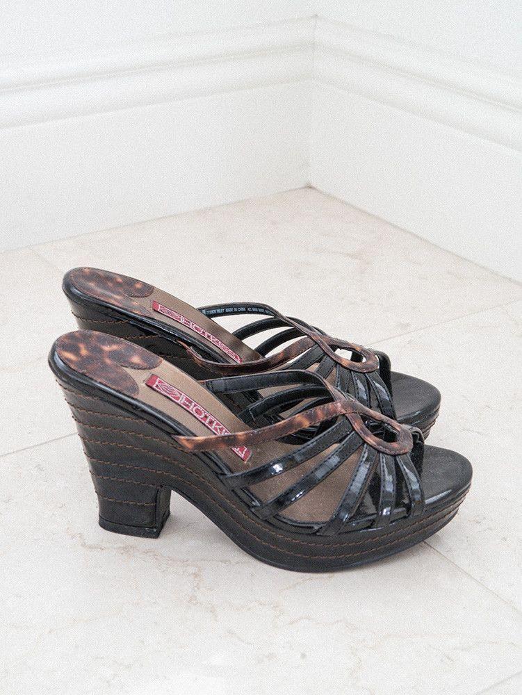 710523c6891 90s platform sandals with marbled patent design. Unique