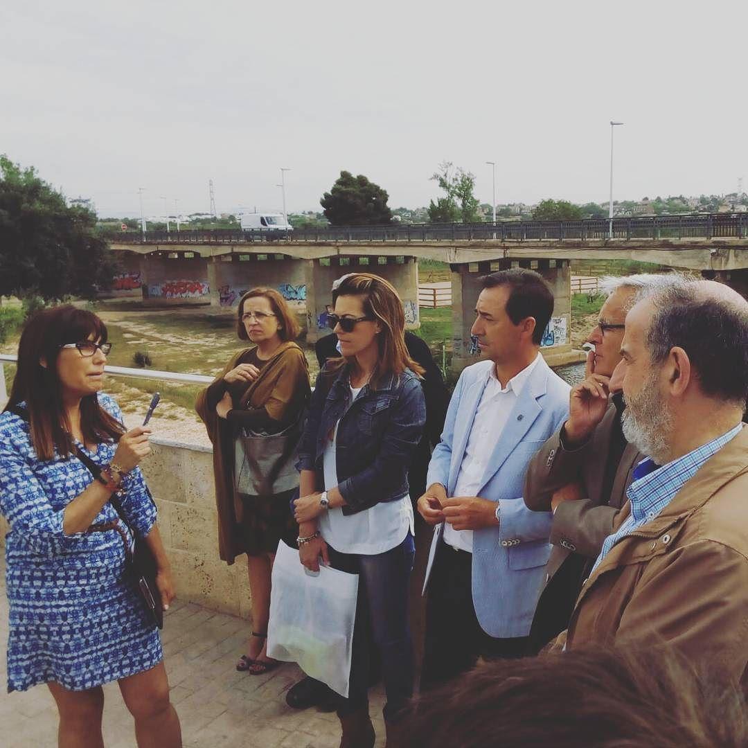 Hoy recibimos la visita de varios alcaldes de Valencia. Nuestra técnica en turismo estuvo con ellos contándoles un poco sobre la historia de #ribarojadetúria y el #parcnatural del Túria