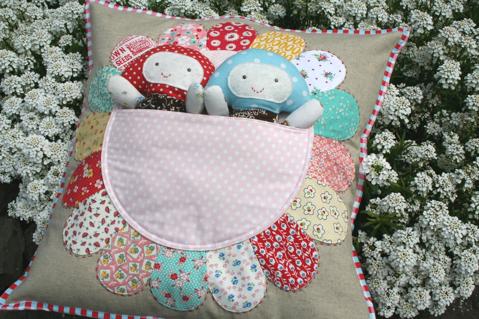 lovely little handmades: pretty petal pocket pillow & old new 30's has arrived!!