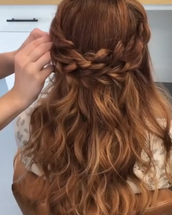 SIMPLE BRAIDED HALF UP HAIRSTYLE