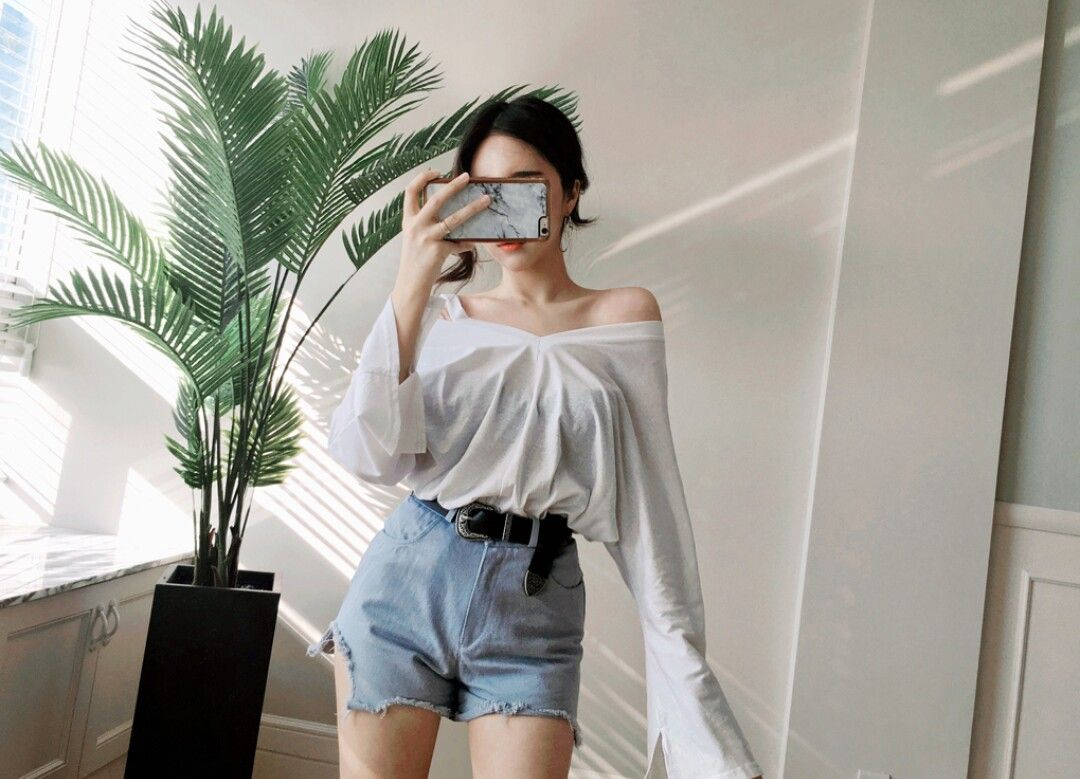 Off Shoulder Long Sleeve And High Waisted Shorts High Waisted Shorts Outfit Short Outfits Korean Outfits