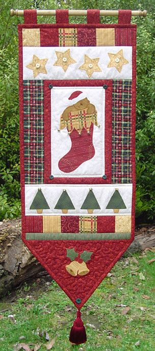 Free Holiday Quilt Patterns - Holiday Wall Hanging Patterns ... : christmas quilt wall hanging - Adamdwight.com