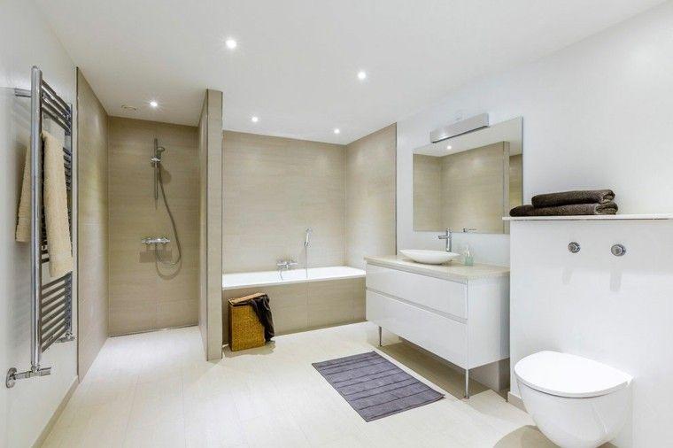 armario blanco en el baño moderno al estilo minimalista baños