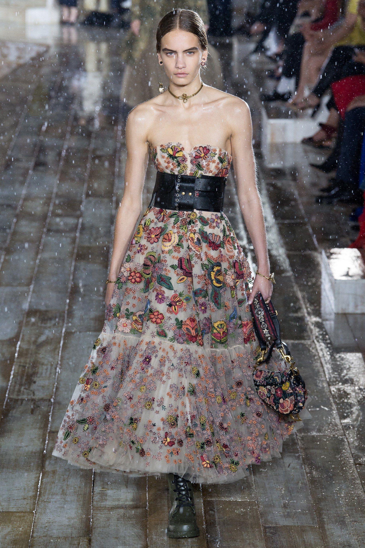 d2e0159ee Christian Dior Resort 2019 Paris Collection - Vogue. Encontre este Pin e  muitos outros na pasta haute couture ...