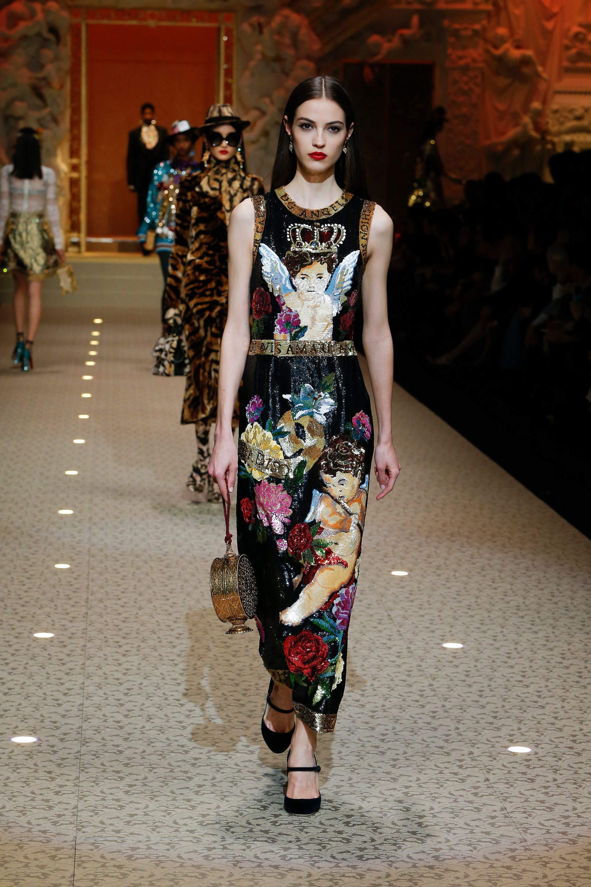 Discover Videos and Pictures of Dolce   Gabbana Fall Winter 2018-19  Womenswear Fashion Show on Dolcegabbana.com. b84d3ba634e5