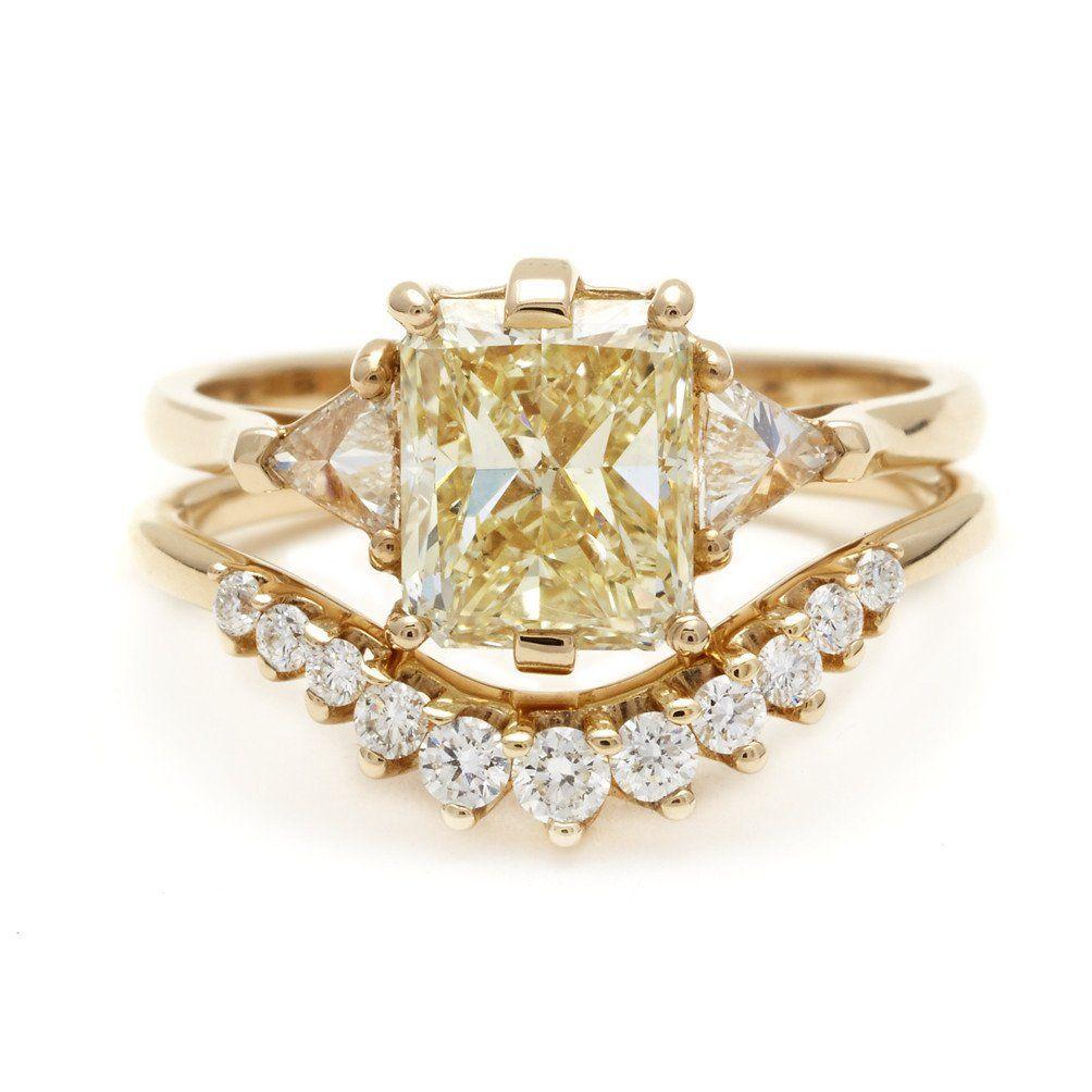 Bea three stone ring yellow gold u yellow diamond ct
