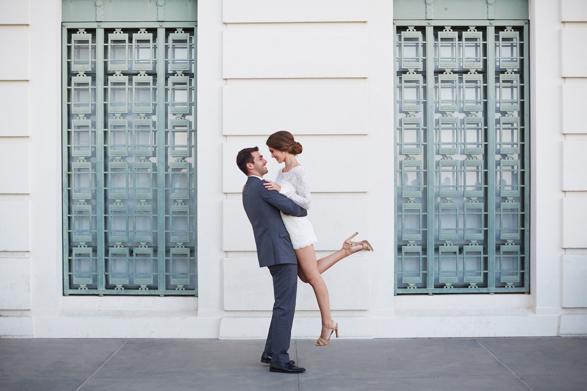 Tappeto Erboso Online The Perfect Engagement Shoot With The Bridal Romper Prato By