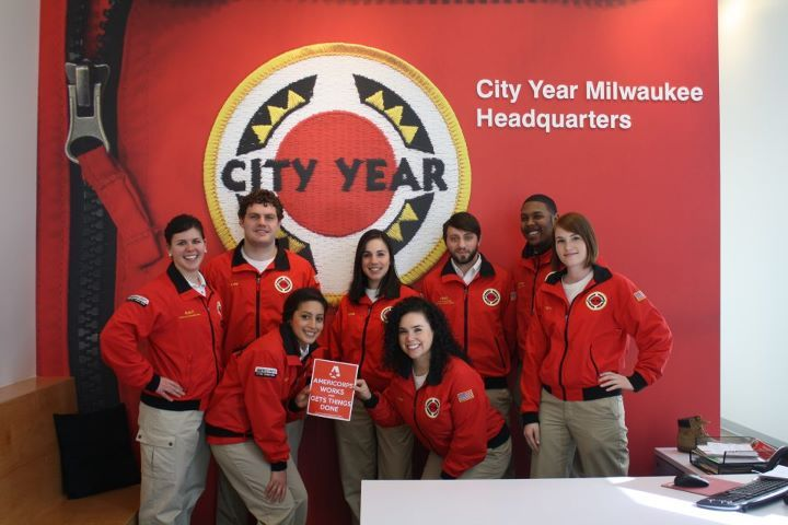 City Year Milwaukee Corps Members Serving Strong City Year