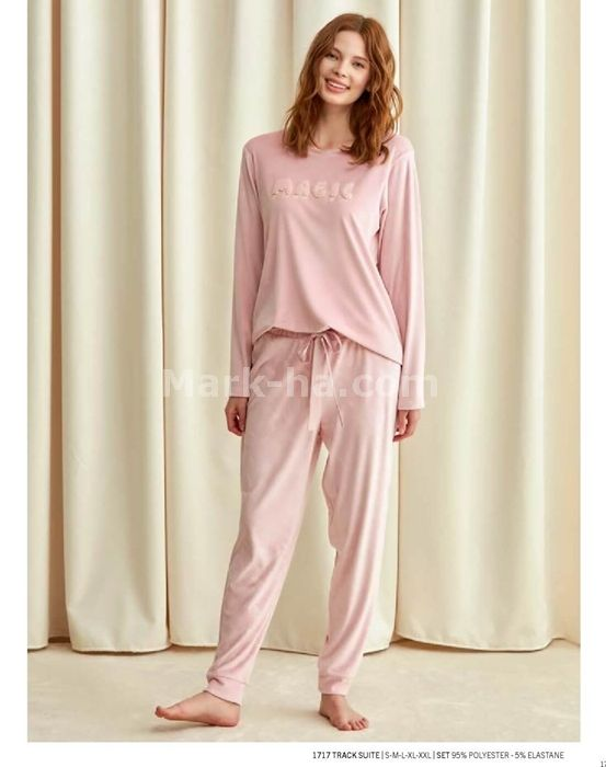 Catherine's Pajamas Set 1717 will make you redefine comfort when you wear this cozy and stylish set. Catherine's Pajamas Set 1717 details;